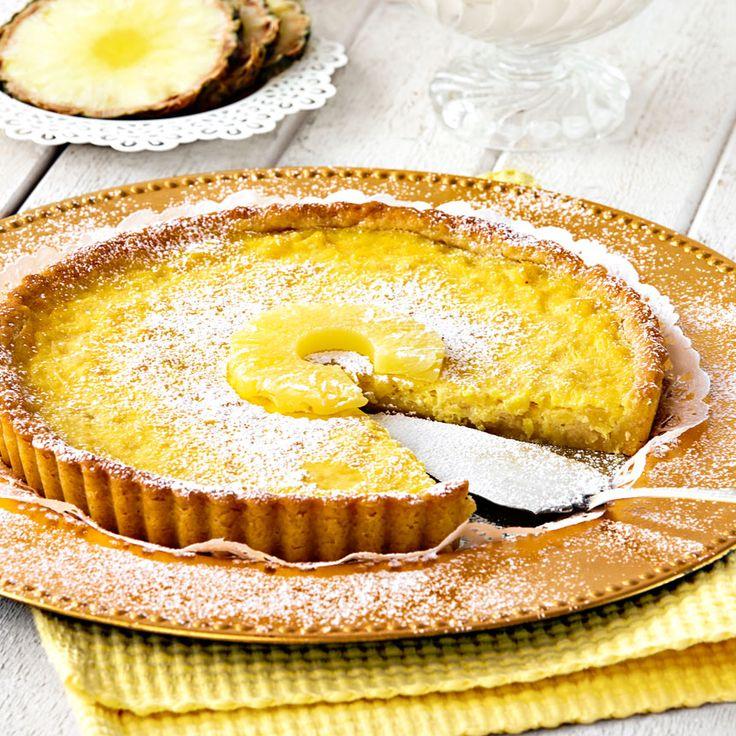 Den frasiga bottnen är fylld med en krämig och god blandning av ananas och crème fraiche.