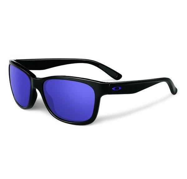 OAKLEY Forehand Polished Black Violet Iridium napszemüveg. Igazi sportos divatos napszemüveg. Férfiak és nők kedvence lehet egyaránt. Fekete műanyag kerete biztosítja a kényelmes viseletet. KATTINTS IDE!