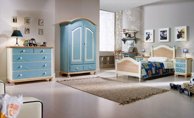 WWW.MOBILIFICIOMAIERON.IT - https://www.facebook.com/pages/Arredamenti-Rustici-in-Legno-Maieron/733272606694264 - 0433775330. Camera da letto completa in legno massello di abete colore azzurro e bianco. Tutto in legno massello di prima qualità. Composizione composta da: Comò 5 cassetti, Letto singolo, Scrittoio,  Armadio 2 ante 2 cassetti, comodino 3 cassetti Tutto a Euro 2052.00 PREZZI IVA COMPRESA E TRASPORTO ESCLUSO. Spedizioni in tutta italia con la massima serietà.