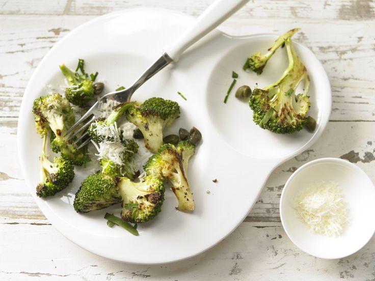 Lecker leichter Gemüsegenuss mit italienischem Pfiff. Gebratener Brokkoli - mit Zitrone und Kapern - smarter - Kalorien: 100 Kcal - Zeit: 20 Min. | eatsmarter.de