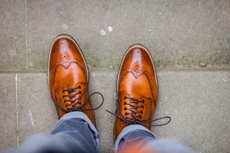 Šedé džíny a podzimní boty