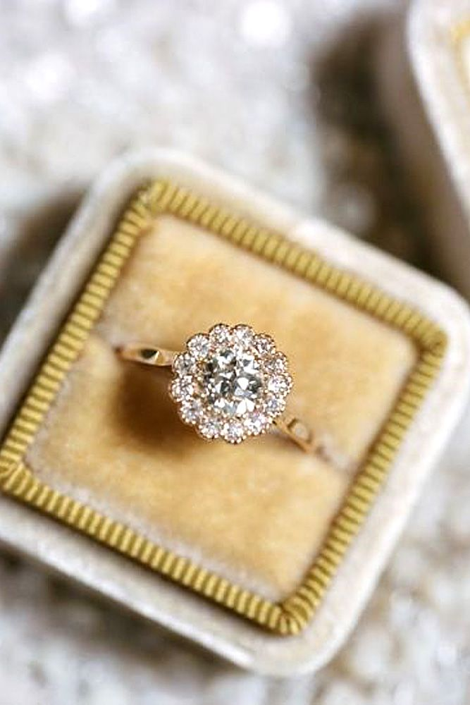 18 Vintage Engagement Rings With Stunning Details ❤ See more: http://www.weddingforward.com/vintage-engagement-rings/ #wedding #engagement #rings anillos de compromiso | alianzas de boda | anillos de compromiso baratos http://amzn.to/297uk4t