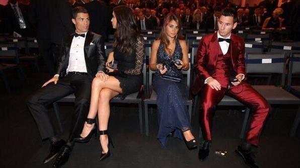 Ο Μessi με το κόκκινο κουστούμι Dolce & Gabbana στην τελετή της Ballon d' or 2013
