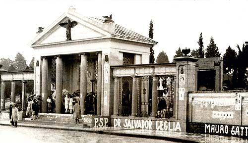 Fachada do cemitério São Paulo com propaganda eleitoral nas eleições estaduais, legislativas e municipais de 1947. Folha Imagem nov. 1947.