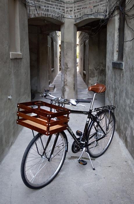 Helemaal in boodschappen krat op de fiets..