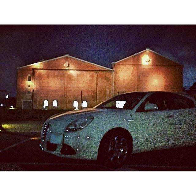 Instagram【jullia_bianco】さんの写真をピンしています。 《#アルファロメオ  #ジュリエッタ #白ジュリエッタ #夜景 #カブトビール #iphonphoto  date : 2016/10/19 18:05 location : #半田赤レンガ建物  #愛車バカ  #bj_mycar》