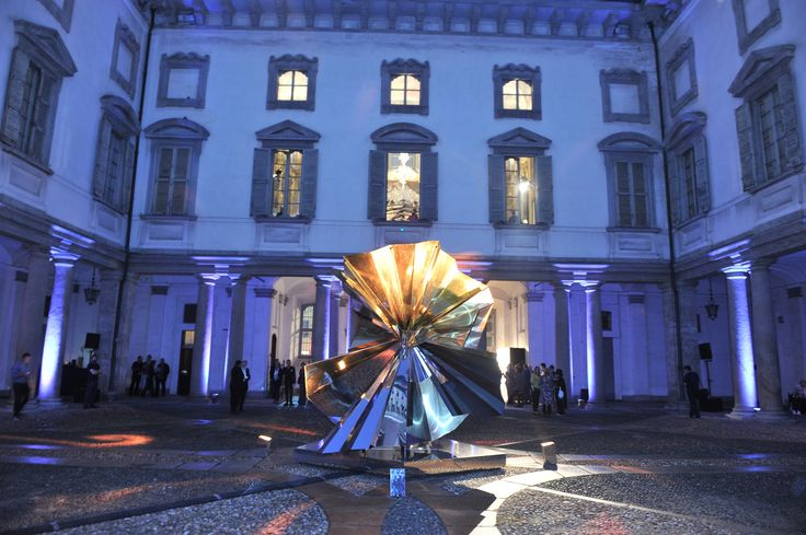 Tribute to the famous Krizia's plissè. Art direction by Vincenzo De Cotiis. #krizia #palazzolitta #MFW #fashionweekmilan #fashion #milan #madeinitaly #contemporary #art