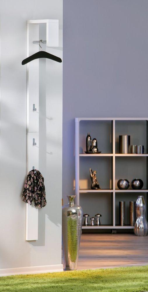 Casa is een moderne wandkapstok ontworpen door Interlink SAS. Met deze functionele wandkapstok bespaart u ruimte dankzij haar compact ontwerp. Ideaal voor in de kleine gangen! Aan de bovenkant is een kledingstang ter beschikking gesteld voor het ophangen van kleerhangers. Op de frame zijn er 3 U-vormige haken bevestigd waarmee deze design kapstok ook nog kindvriendelijk is.