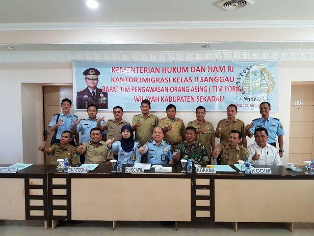 SEKADAU - Kantor Imigrasi Kelas II Sanggau menggelar rapat penguatan tim pengawasan orang asing (PORA) di wilayah Kabupaten Sekadau bertempat di Hotel Vinca Borneo, Kota Sekadau