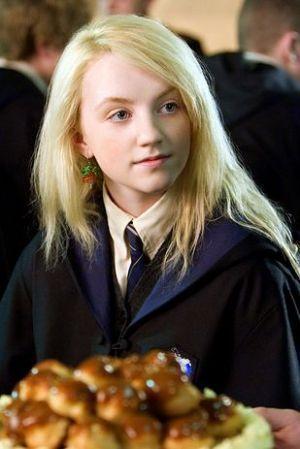 ホグワーツ魔法学校のルーナ・ラブグッド♡レイブンクローの制服が似合います♪