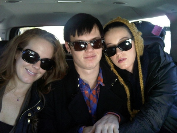 Pictures From Katy Perry's Twitter (with her brother and sister)
