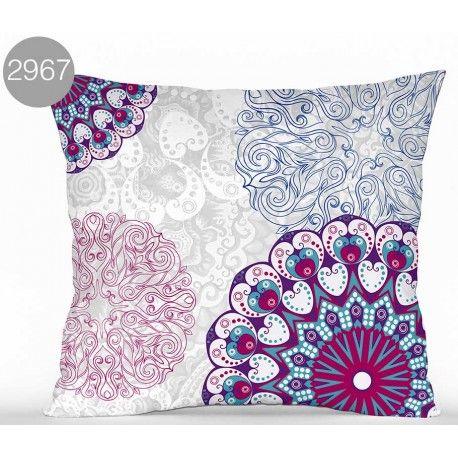 Cojín 2967. Decora tu dormitorio con el cojín 2967 estampado de Brisa&Jardín diseño de flores en colores malva y azul. Composición 70% algodón y 30% poliéster con tacto suave, cremallera permite lavarlo con total facilidad.