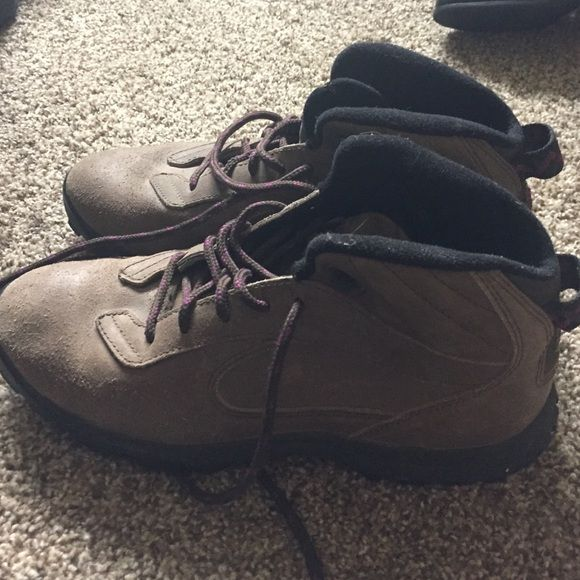 Nike Boots Women's Nike boots, above ankle, brown sueded exterior Nike Shoes