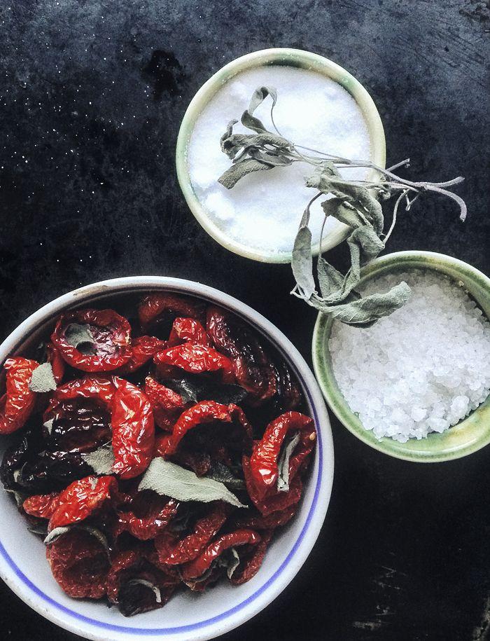 Tomaatti confit pastan, salaatin tai sandwichin kylkeen - Suvi sur le vif | Lily.fi