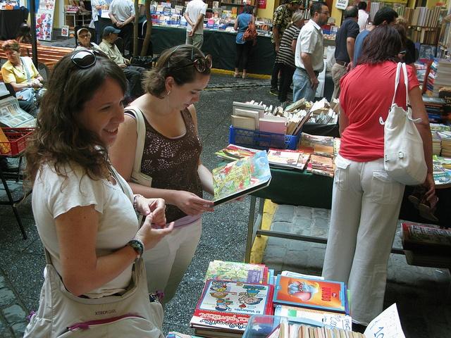 Visitantes a la Feria by Universidad Mayor, via Flickr