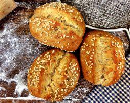 Jennifer's Way Bakery East Villiage gluten free dinner rolls and bagels!