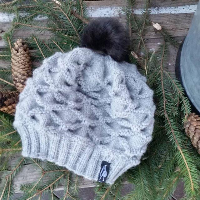 Da er min første konglelue  ferdig😀 #strikking #konglelue #strikkelue #strikkedilla #strikkeglede #knitting #madebyme #DIY #håndstrikket
