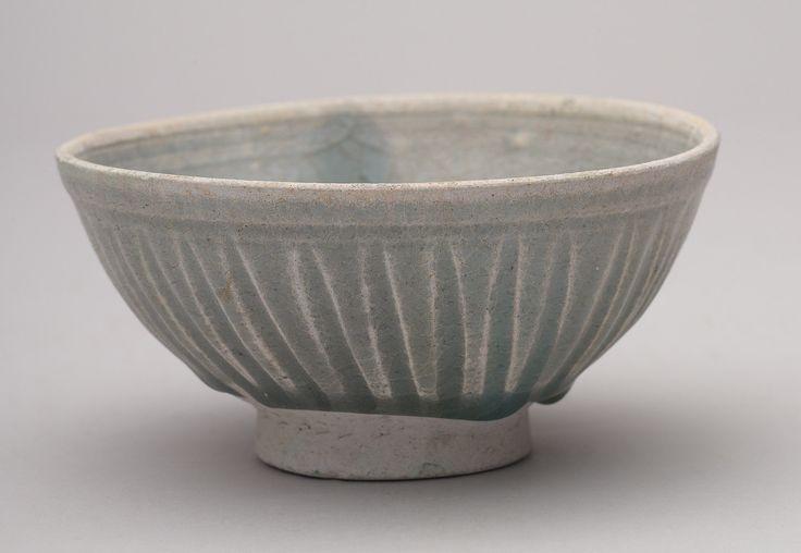Image from http://museum.seaceramic.org.sg/assets/Uploads/Thai-Si-Sat-8-Nanhai-1-celadon-bowl.jpg.