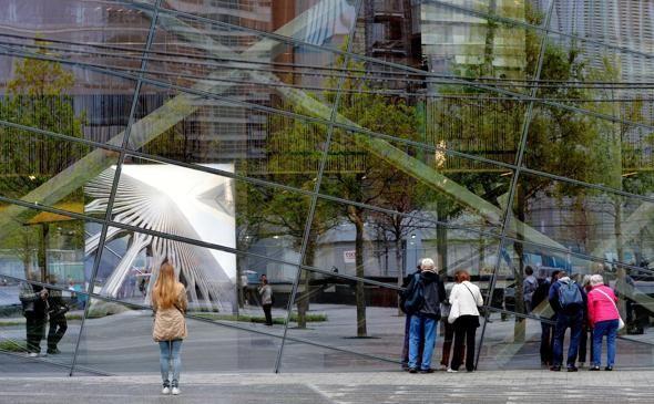 Inaugurato oggi, dopo anni di lavori e di dubbi, il Museo dell'11 Settembre. In primo piano una delle immagini di Fernando Zaccaria.