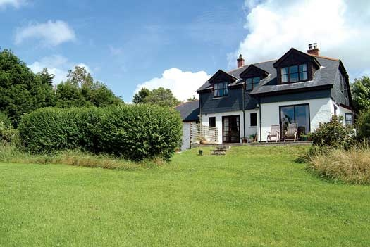Froglands (1992) is a holiday cottage for 8 near Fowey, Cornwall