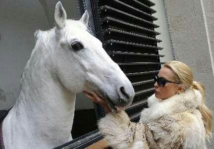 Nicole Sheridan actrice http://www.peopleinside.fr/nicollette-sheridan-a-ete-renversee-par-son-cheval/news/3983
