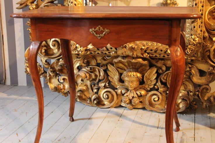 Petite Table Bureau Louis XV, époque 18ème En Noyer. Small side #table Desk #Louis #XV Walnut.  #18th century. For sale on #Proantic by Antic Deco