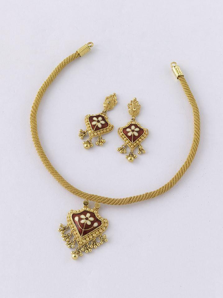 7 best light neck piece images on Pinterest   Gold decorations ...