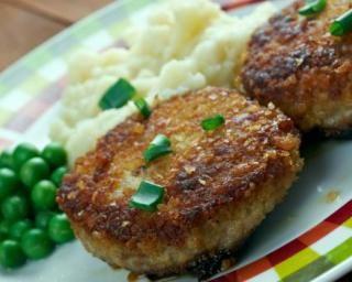 Croquettes de veau aux flocons d'avoine : http://www.fourchette-et-bikini.fr/recettes/recettes-minceur/croquettes-de-veau-aux-flocons-davoine.html