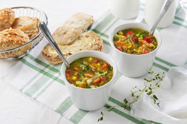 Velsmakende variant av en grønnsakssuppe. Med grønnsaksbuljong får du en vegetarversjon av suppen.