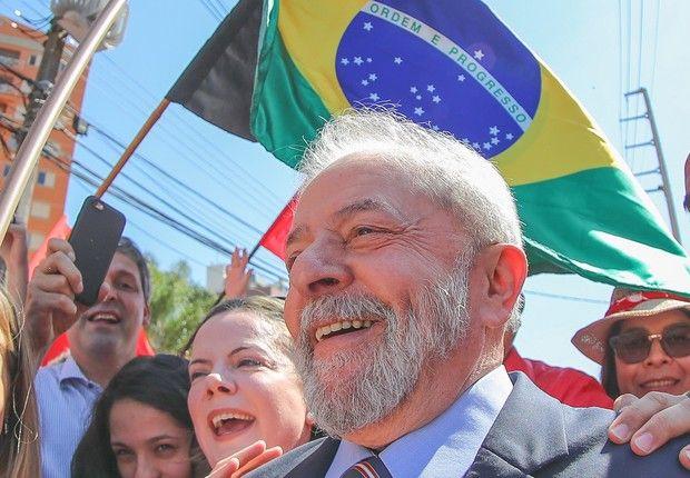 Lula lidera corrida presidencial em todos os cenários, diz Datafolha  ||  Petista aparece com pelo menos 35% das intenções de voto http://epocanegocios.globo.com/Brasil/noticia/2017/10/epoca-negocios-lula-lidera-corrida-presidencial-em-todos-os-cenarios-diz-datafolha.html?utm_campaign=crowdfire&utm_content=crowdfire&utm_medium=social&utm_source=pinterest