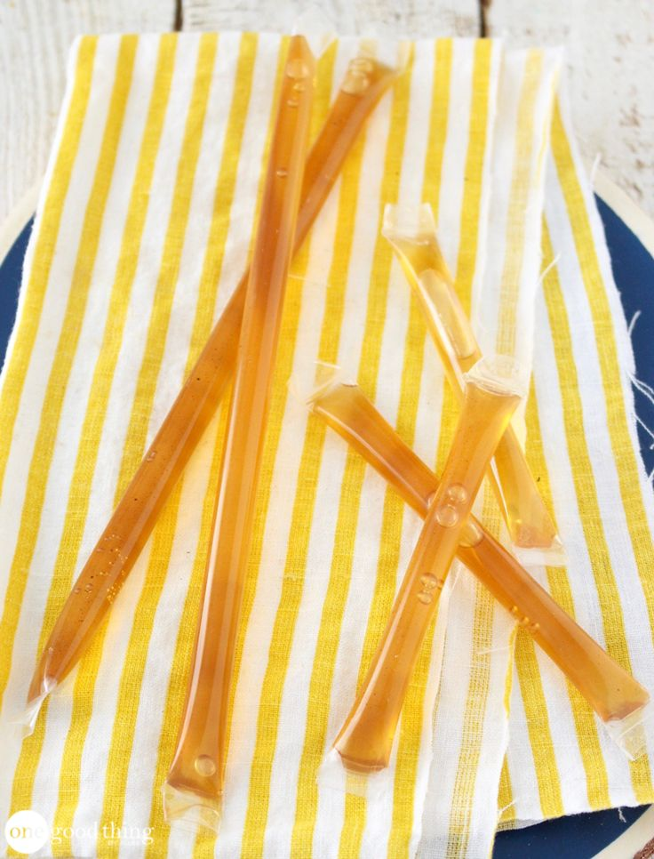 HOW TO MAKE YOUR OWN HONEY STICKS IN 3 SIMPLE STEPS