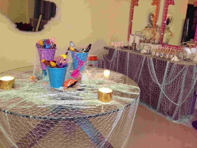Netting bring your party or living space to the nautical for Net decoration ideas