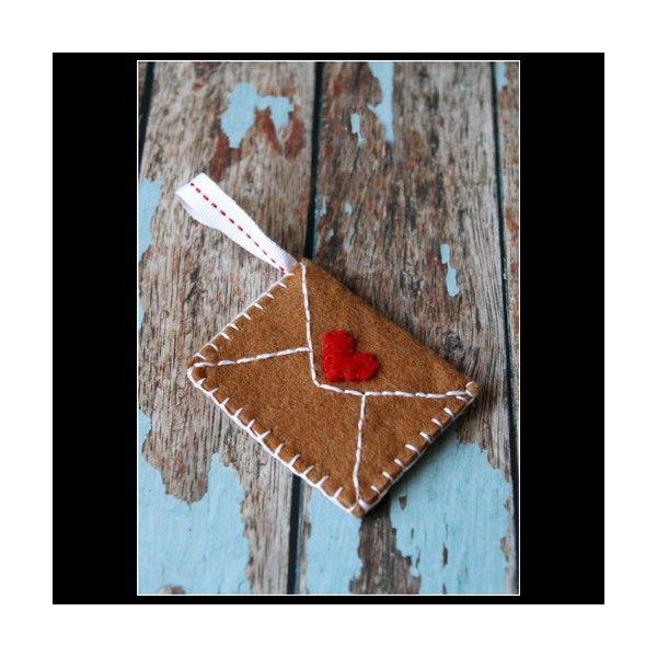 Deoratiune-scrisoare pentru Mos Craciun realizata manual din fetru.Dimensiune: 6x8 cm inaltime.Pret/buc