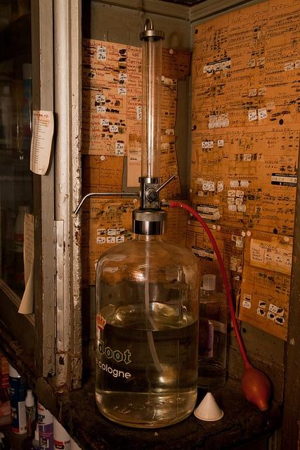 Drogisterij Woortman Utrecht verkocht nog eau de cologne 4711 los.