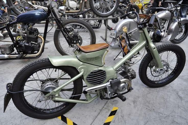 Honda super cub...never seen one of these before.