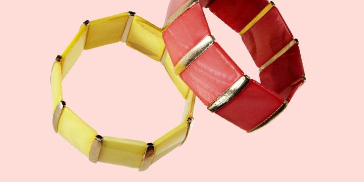 Rannekoru aitoa simpukkaa kevään raikkaissa väreissä, 9,95 €, Bijou Brigitte, E-taso.