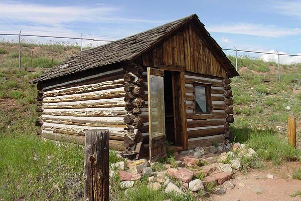 89 best images about log cabins on pinterest lakes log for Small survival cabin