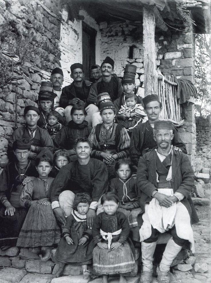 A large, extended family from the Kolonja region (note the women's hats!). Albania (photo: Dhimitër Vangjeli).