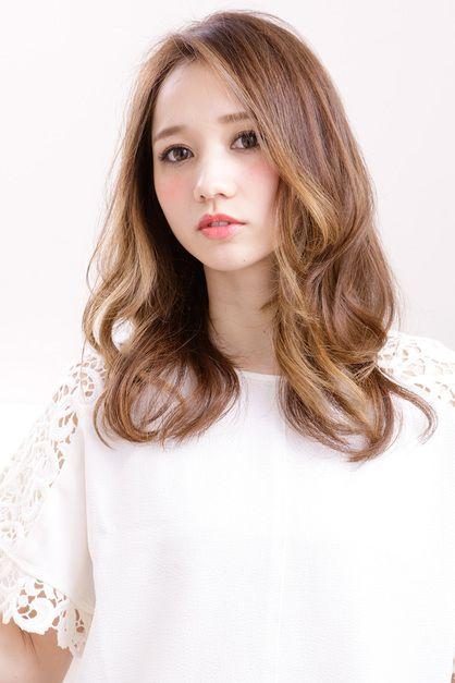 顔まわりのグラデーションカラーが魅力の立体感カラー | 新宿の美容室 AFLOAT RUVUAのヘアスタイル | Rasysa(らしさ)
