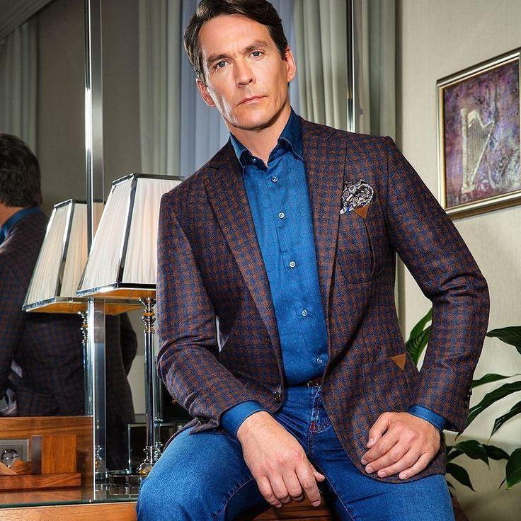 """ОТ ПЕРВОГО ЛИЦА. Коллекция JM by Johnny Manglani. #JM #UomoCollezioni #Collection Коллекция JM by Johnny Manglani представляет собой пример идеального гардероба современного городского мужчины. Продуманный до мелочей необходимых в разных ситуациях- от джинсов до смокингов. Самая обширная часть коллекции - неформальная и тон в ней задают спортивные пиджаки с разнообразными клетками: в английском стиле из облегченной шерсти имитирующей твидовый рисунок """"оконная рама"""" модель с широкими…"""