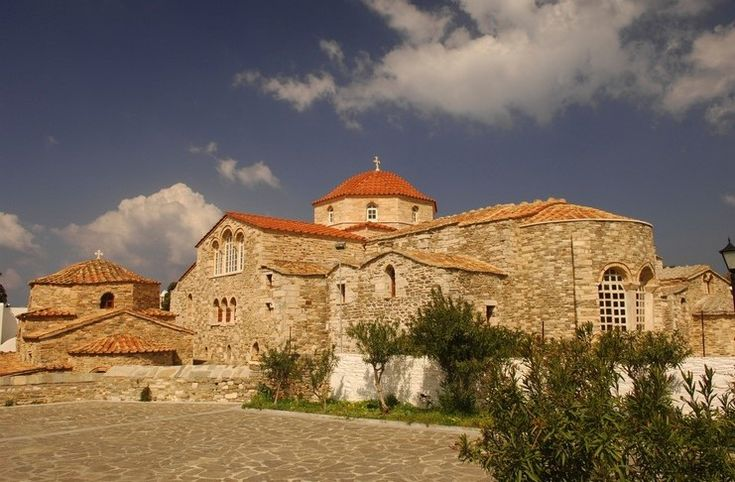 Παναγία Εκατονταπυλιανή: Ο ιστορικός ναός της Πάρου με τις 100 πόρτες.. 99 φανερές και μία κρυφή