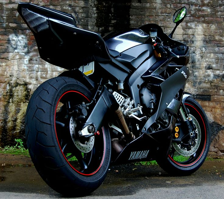 Yamaha R 6.  https://www.pinterest.com/dapoirier/motorcycles/