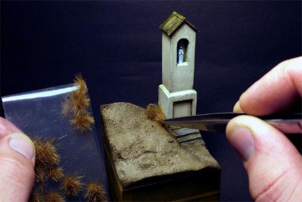 sadzenie trawy... i inne porady o wykonaniu podstawki do figurki na www.figus.pl