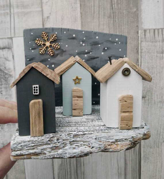Decor D Hiver Ornement De Maison De Bois Flotte Cabines De Plage Sculpture Sur Bois Decor De Noel Noel Co House Ornaments Driftwood Crafts White Bear Lake