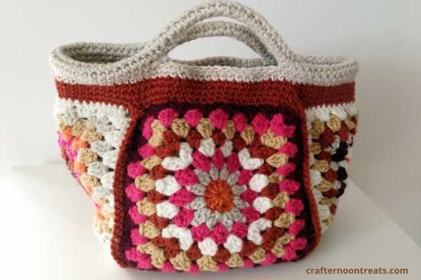 Its great seeing all the finished stash bags appearing on Instagram and Facebook, particularly in the Crafternoon Treats Bagalong Facebook group, which how has over 325 members! I'm way behind with my new big stash bag but I've been concentrating on this little beauty – the Retro Granny Project Bag. I've been posting pics of […]