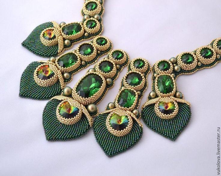 Beaded necklace with crystals | Купить Колье Маюраттам (Majurattam) - тёмно-зелёный, золотой, колье, Вышивка бисером, кристаллы сваровски