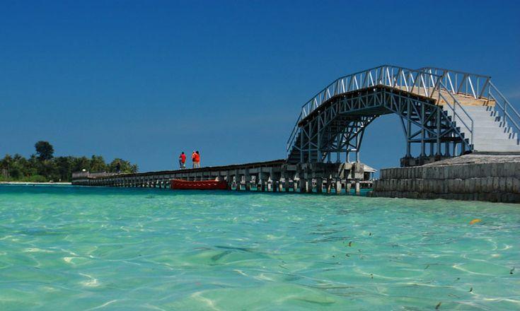 Jembatan Cinta Pulau Tidung di Kecamatan Kepulauan Seribu, Jakarta, Indonesia.