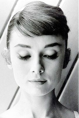 """I never think of myself as an icon."" —AH #audreyhepburnFamous, Adorable Audrey, Audrey Style, Audrey Hepburn3, Beautiful, Audrey Things, Audrey Hepburn Photos, Hepburn Audreyhepburn, Things Audrey"