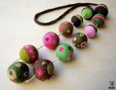 Come infeltrire palline di lana cardata con acqua e sapone - TUTORIAL Perline in feltro fai da te!