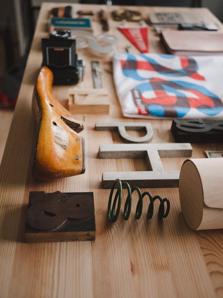 🔍 Brown Wooden Shoe Design - get this free picture at Avopix.com    🆕 https://avopix.com/photo/47193-brown-wooden-shoe-design    #business #hand #home #symbol #sign #avopix #free #photos #public #domain